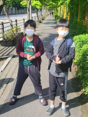 [포토]남양주시 장내초등 2학년 쌍둥이 형제들의 떨리는 첫 등교길