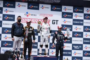 [한강T-포토] 개그맨 한민관 CJ대한통운 슈퍼레이스 GT1 3라운드 1위 차지.